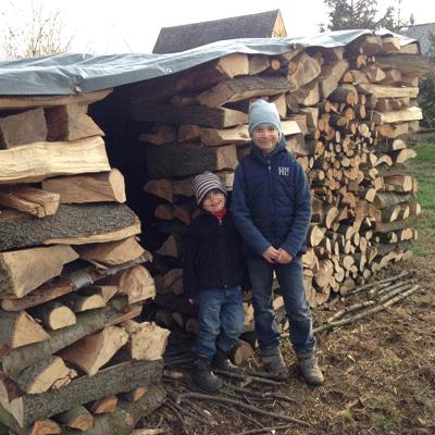 Holzstapelhütte fertig