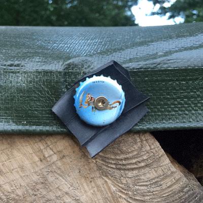 Holzstapelhuette Kronkorkenschraube