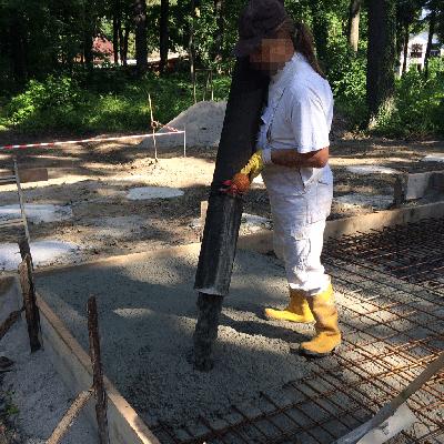 Tiefbau-Betonieren-Bodenplatte