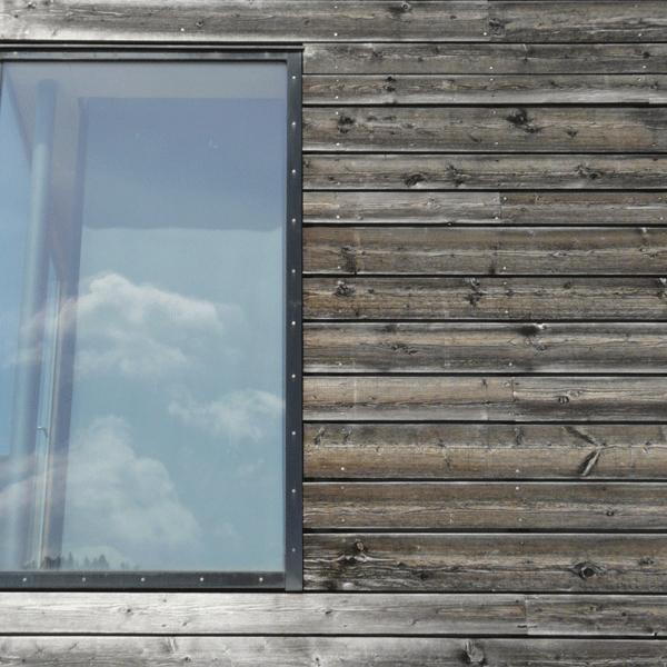 Kombination Holzfassade - Glas