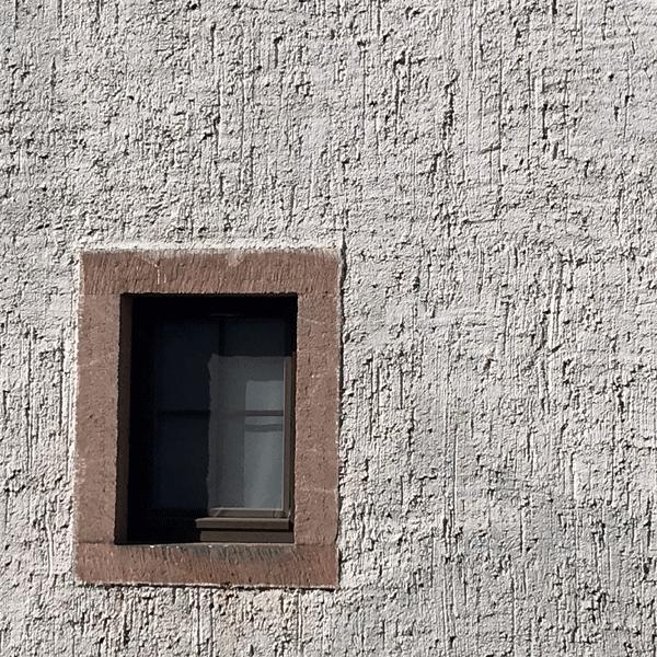 Fassade mit Rauputz